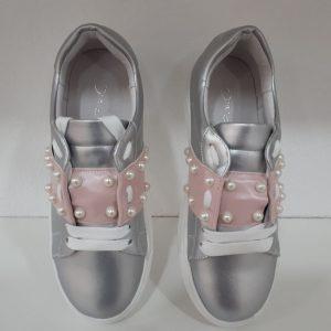Oca Loca - Deportiva metalizada plata y rosa con adorno perlas
